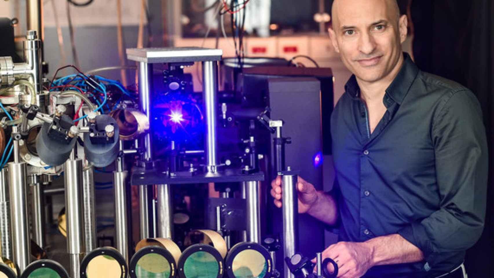 El profesor Jeff Steinhauer estudia la radiación de Hawking en Technion (Israel).