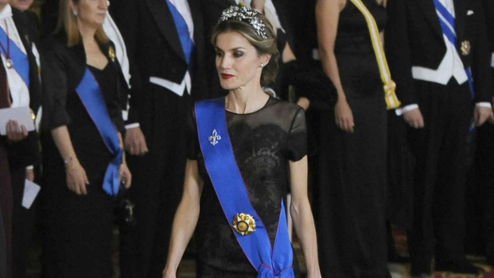 La reina Letizia, con un estilismo casi idéntico al que lucirá en el museo.