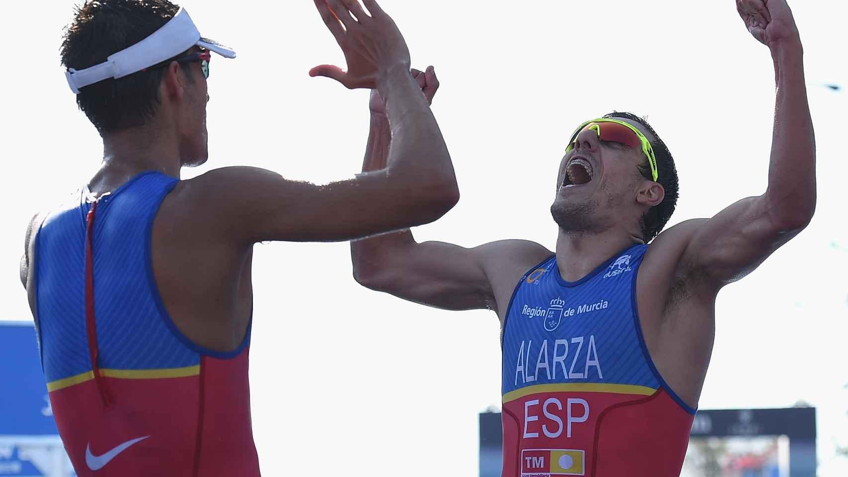 Mola y Alarza celebran su primer y tercer puesto respectivamente en Hamburgo.