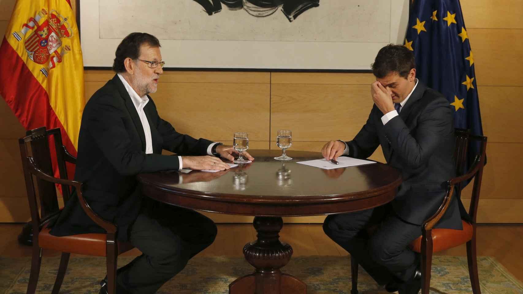 Rajoy busca el apoyo de Rivera para la investidura.