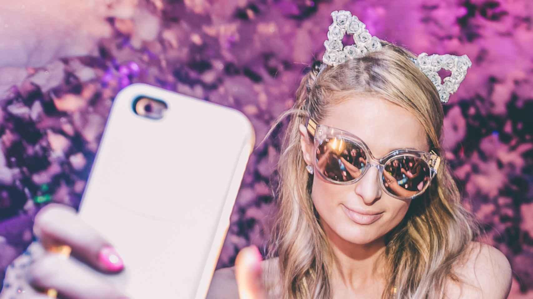 Paris Hilton es la reina de los selfies.