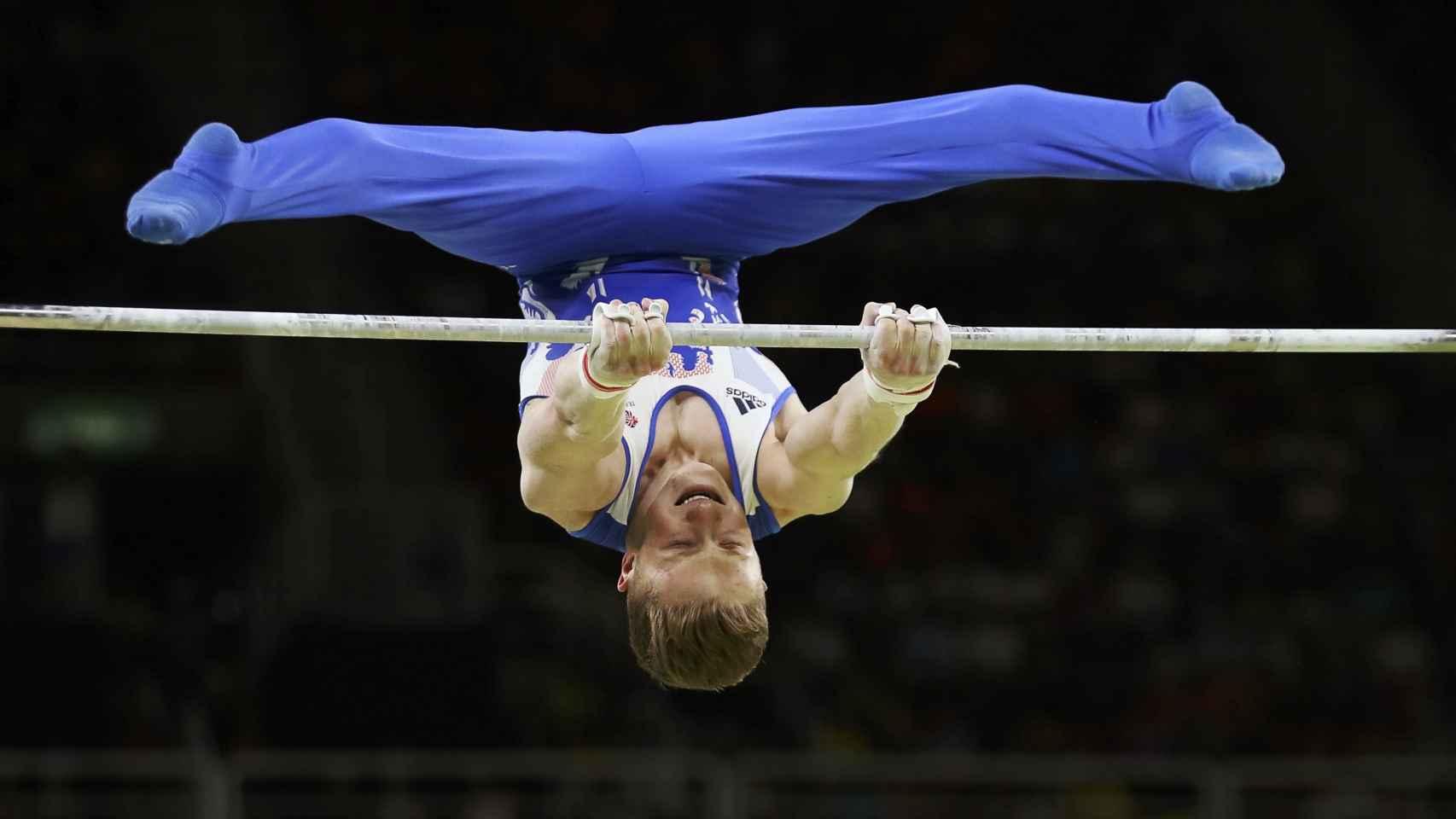 El británico Nile Wilson en la final de barra. / Reuters