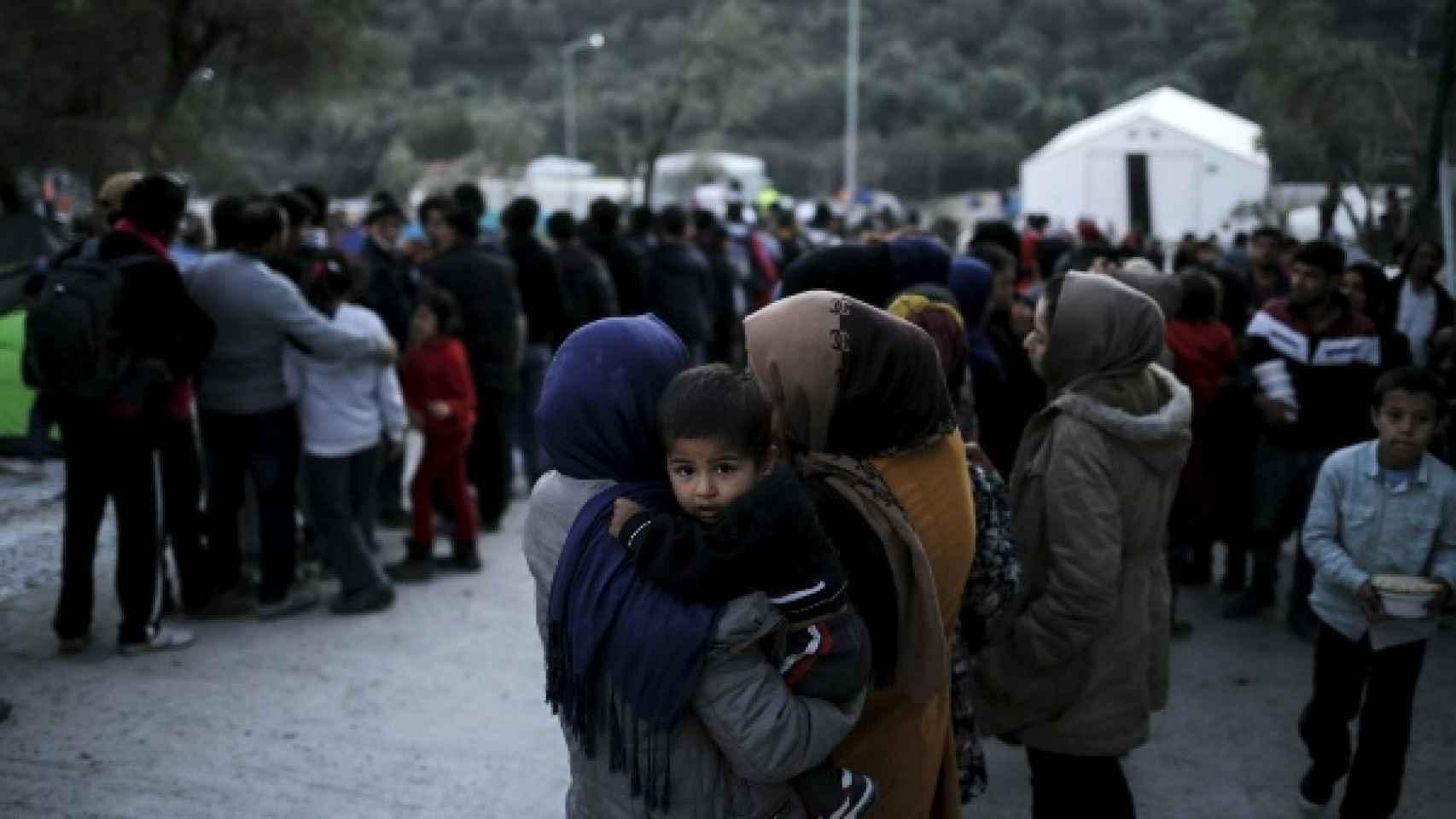Solicitantes de asilo en un centro de acogida en la isla de Lesbos (Grecia).