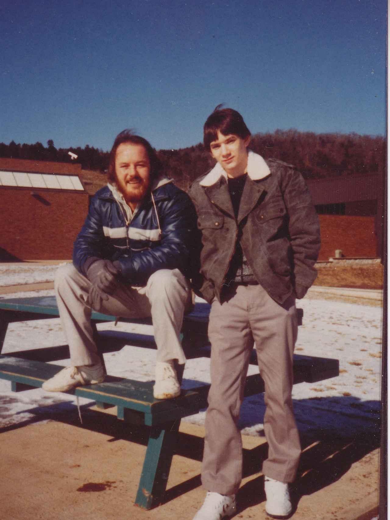 Bill Harris (derecha) en febrero de 1988, con 17 años, en la prisión de Misuri.