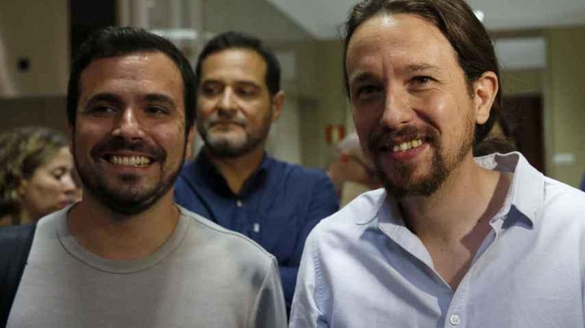 Alberto Garzón junto a Pablo Iglesias en el Congreso.