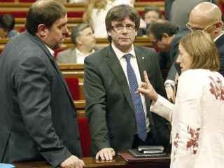 Forcadell debate con Puigdemont, Junqueras y Romeva el pasado julio en el Parlament