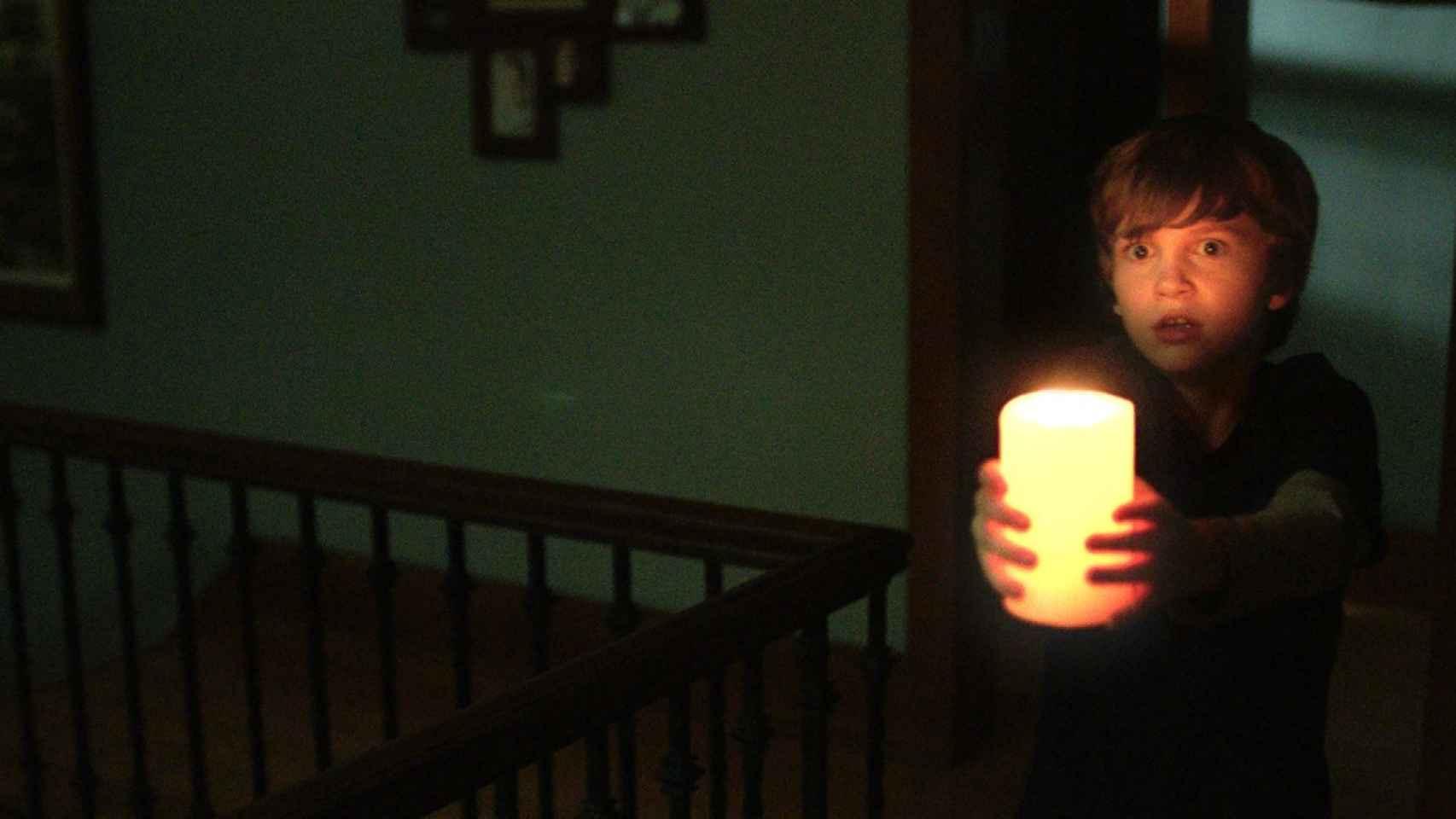 Una de las polémicas imágenes del trailer de 'Nunca apagues la luz'.