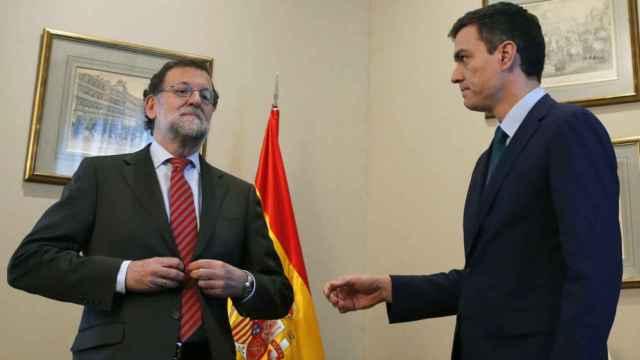 Rajoy niega el saludo a Sánchez ante la prensa