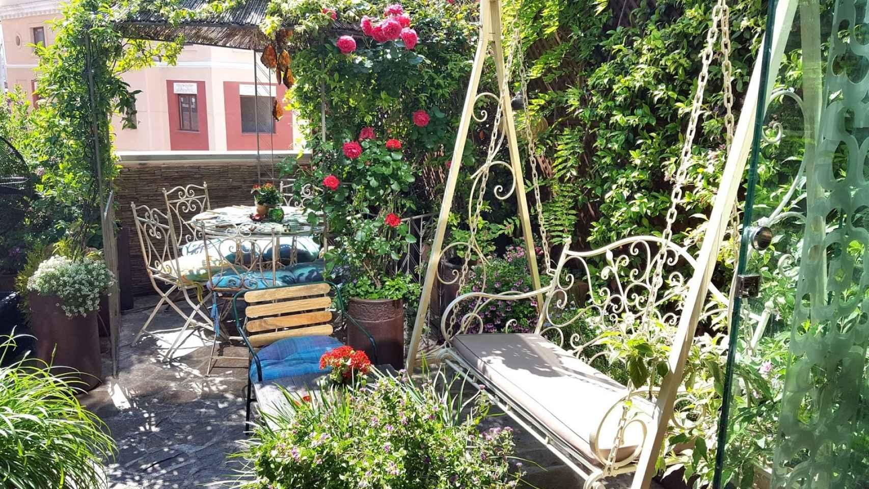 Un jardín en plena capital te espera en la terraza de Salvador Bachiller.