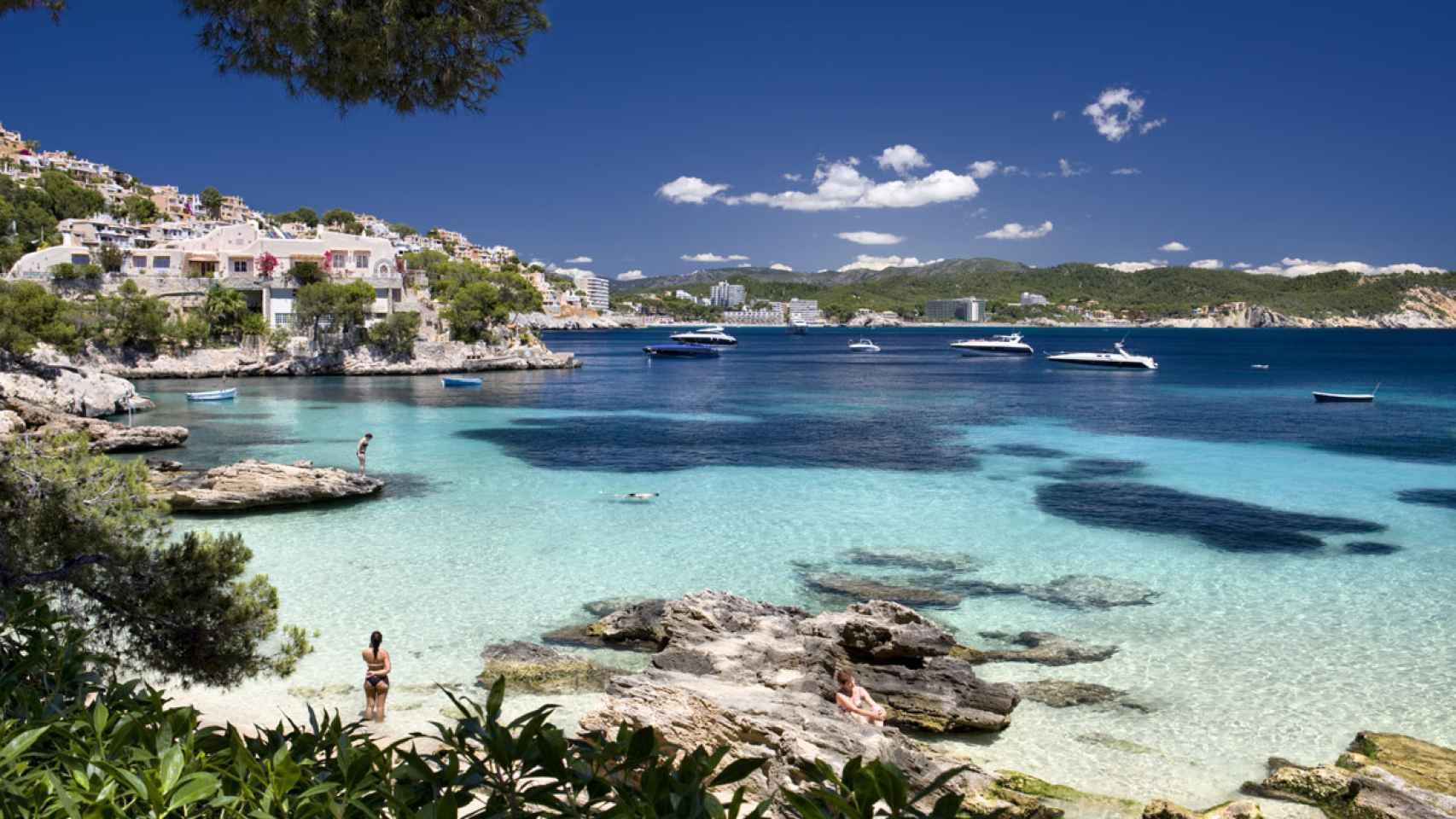 Playa de Menorca para disfrutar del calor del verano.