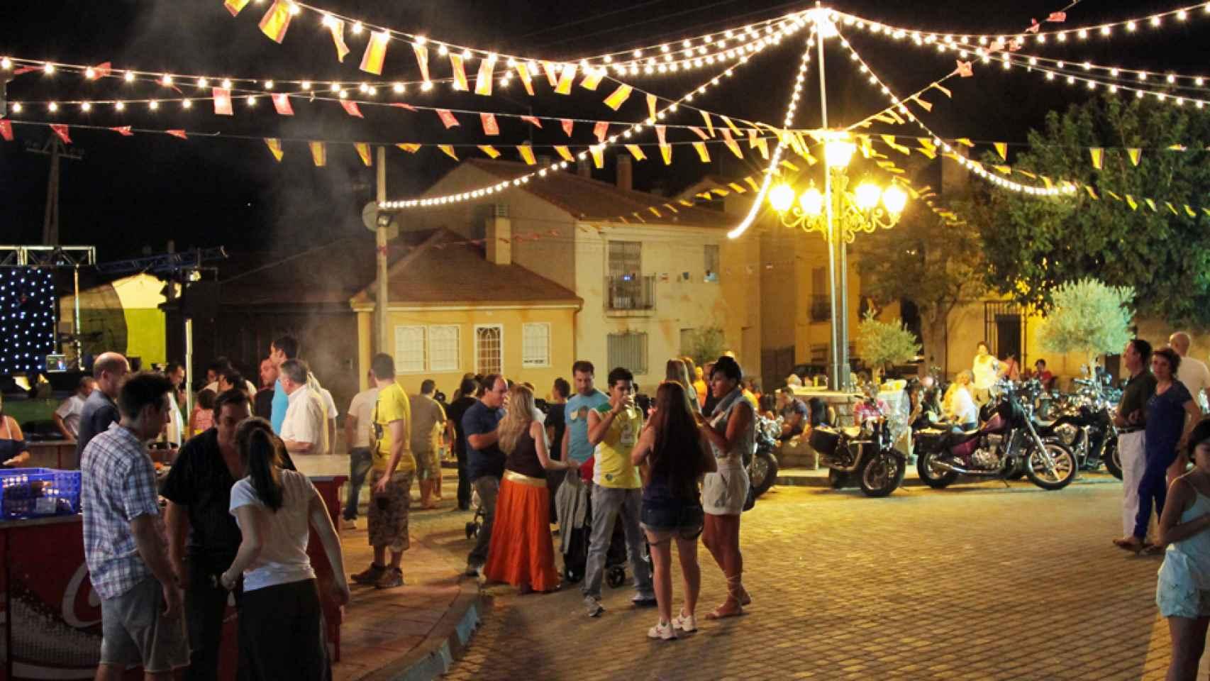 Por qu unas fiestas de pueblo son mucho mejores que for Decoracion casas de pueblo fotos