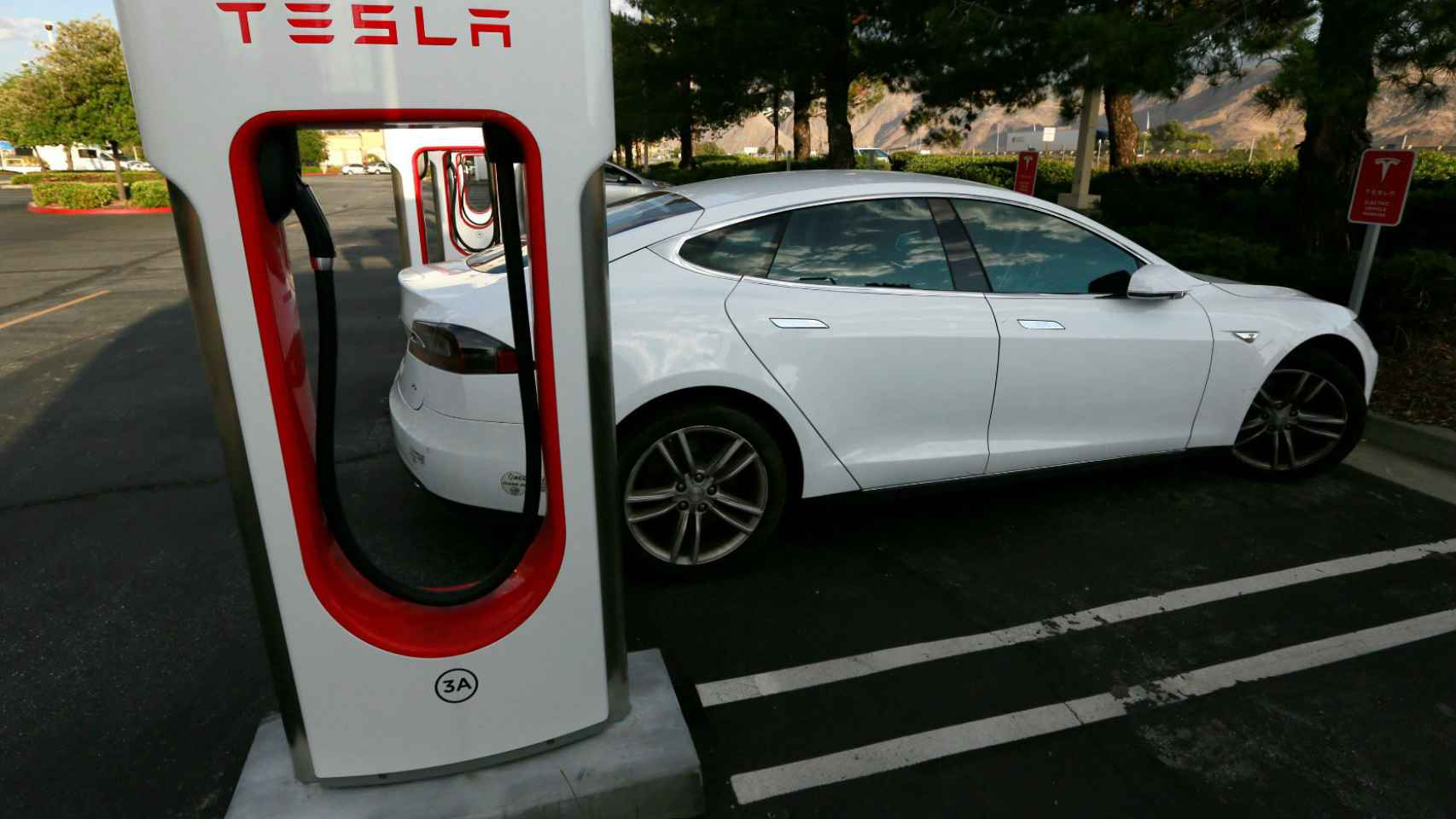 'Supercargador' de Tesla en California.
