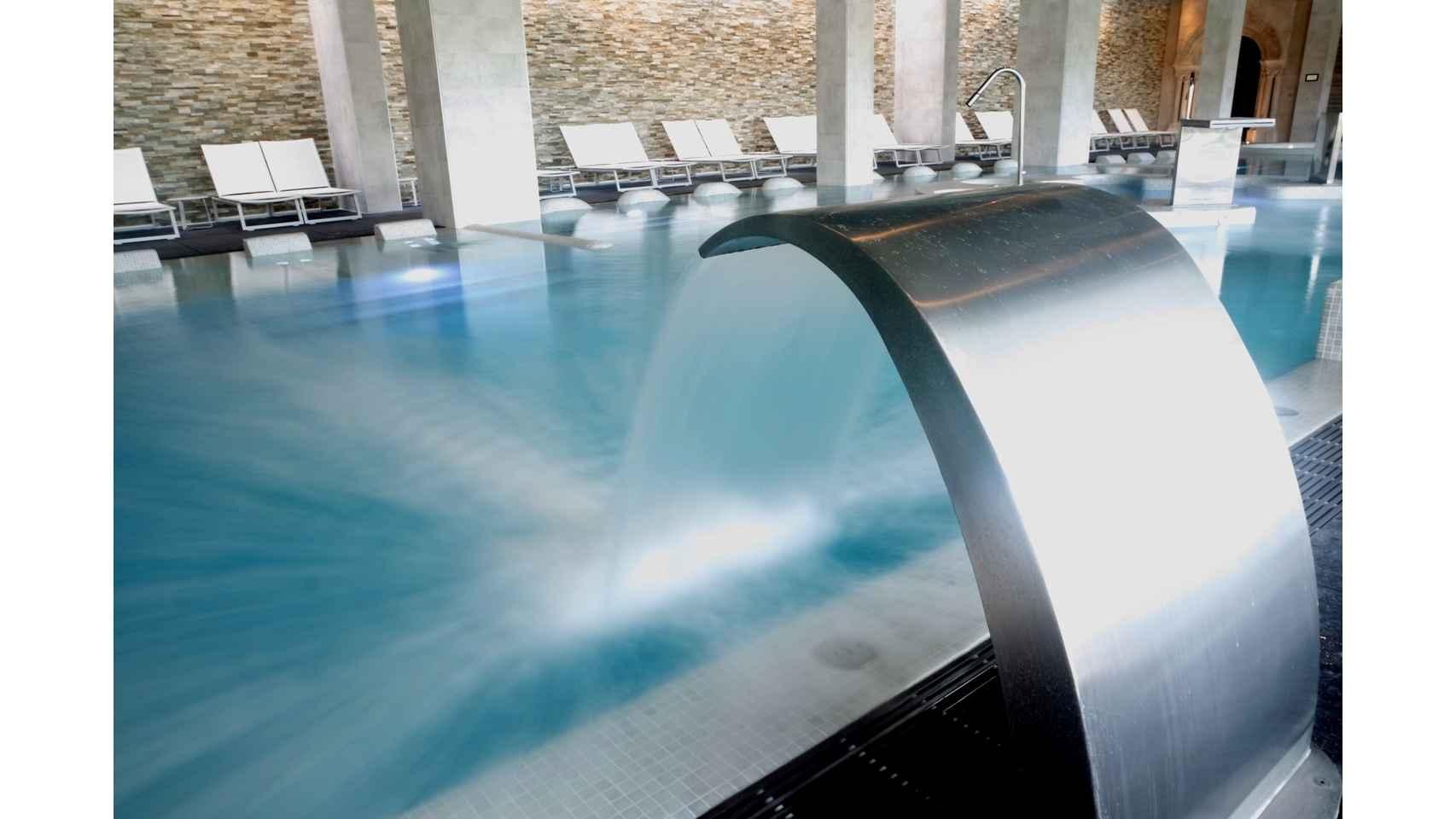 Detalle cuello de cisne piscina termal Castilla Termal Monasterio de Valbuena.