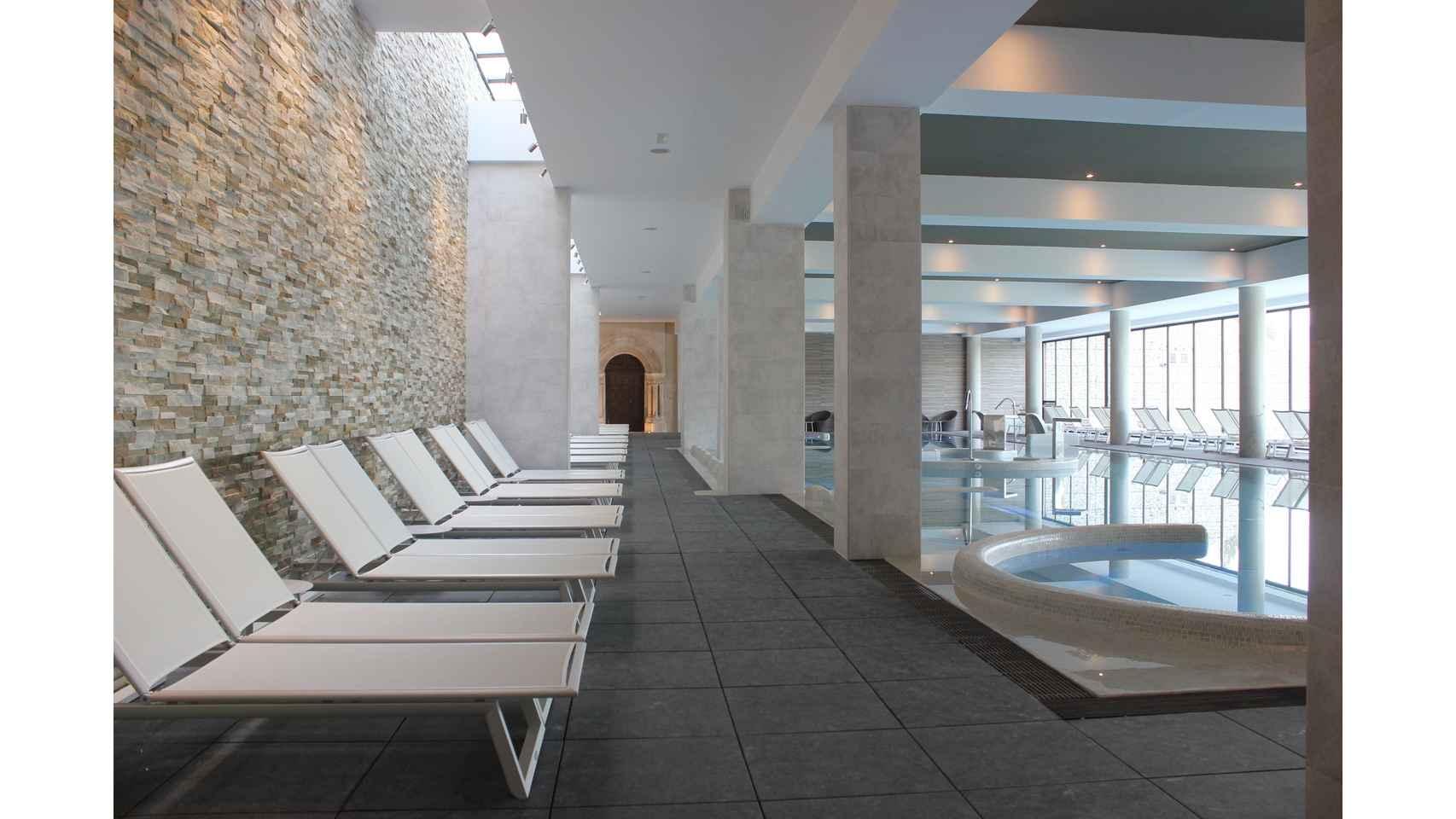 Hamacas piscina termal.