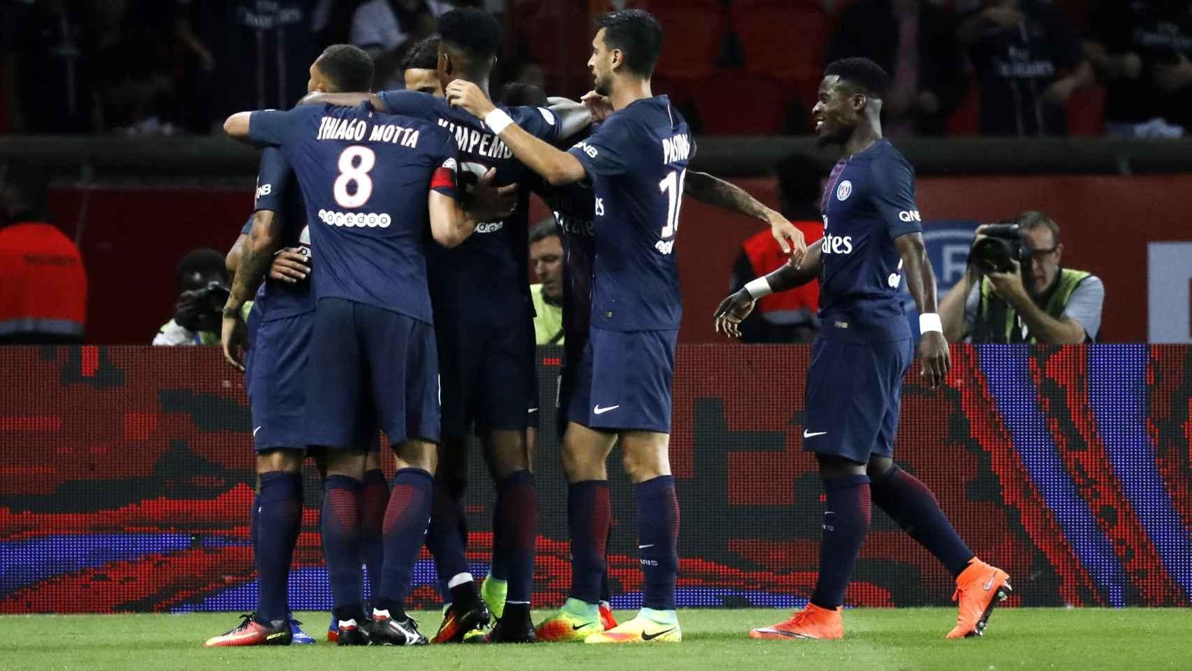 Jugadores del PSG celebran un gol ante el Metz.