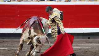 Diego Urdiales en la quinta corrida de toros de las fiestas de Bilbao.
