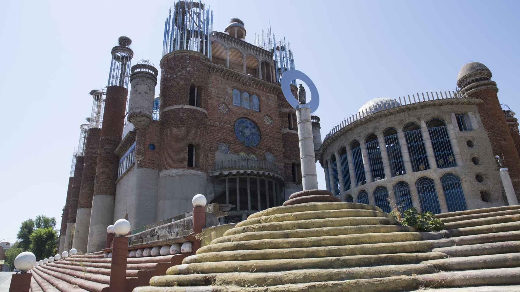 La construcción, situada en Mejorada del Campo, mide 50 metros de largo por 20 de ancho y 35 metros de alto.