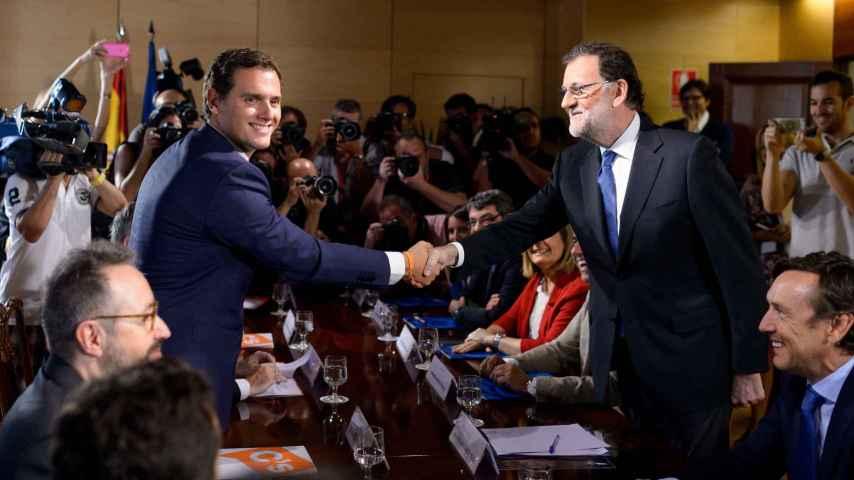 Rajoy y Rivera, en la firma de su acuerdo de investidura.