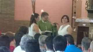 José García bendice el matrimonio entre dos mujeres.
