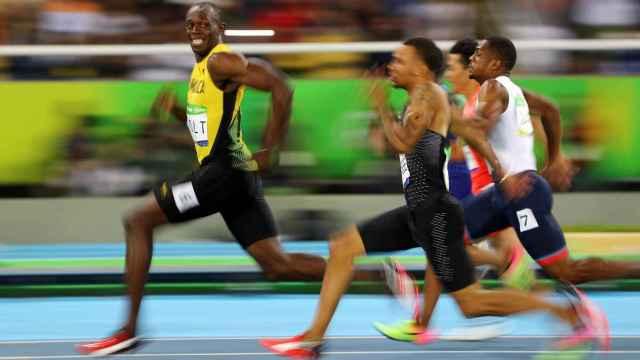 Usain Bolt en las series de los 100 metros en Río.
