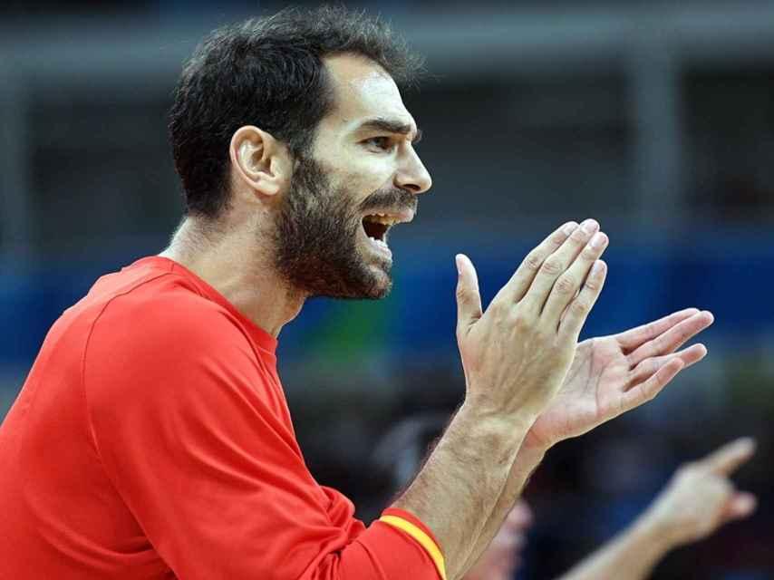 Calderón animando durante el partido por el bronce contra Australia.
