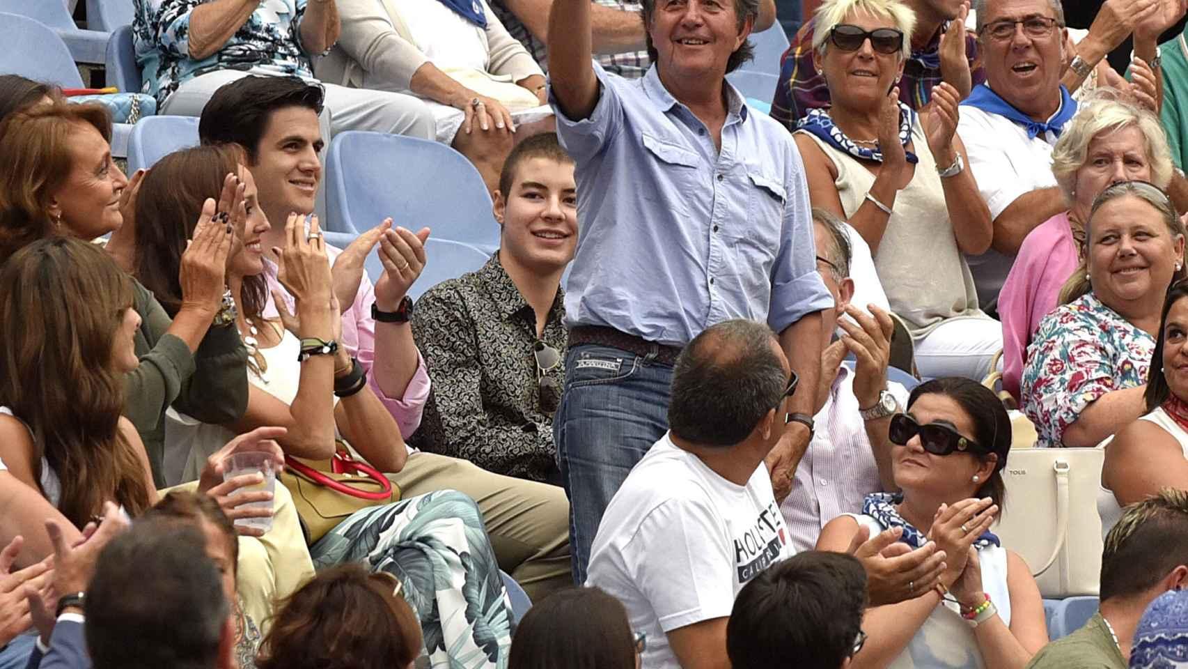Pedro Gutiérrez Moya, 'El Niño de la Capea', saluda al público en Bilbao.