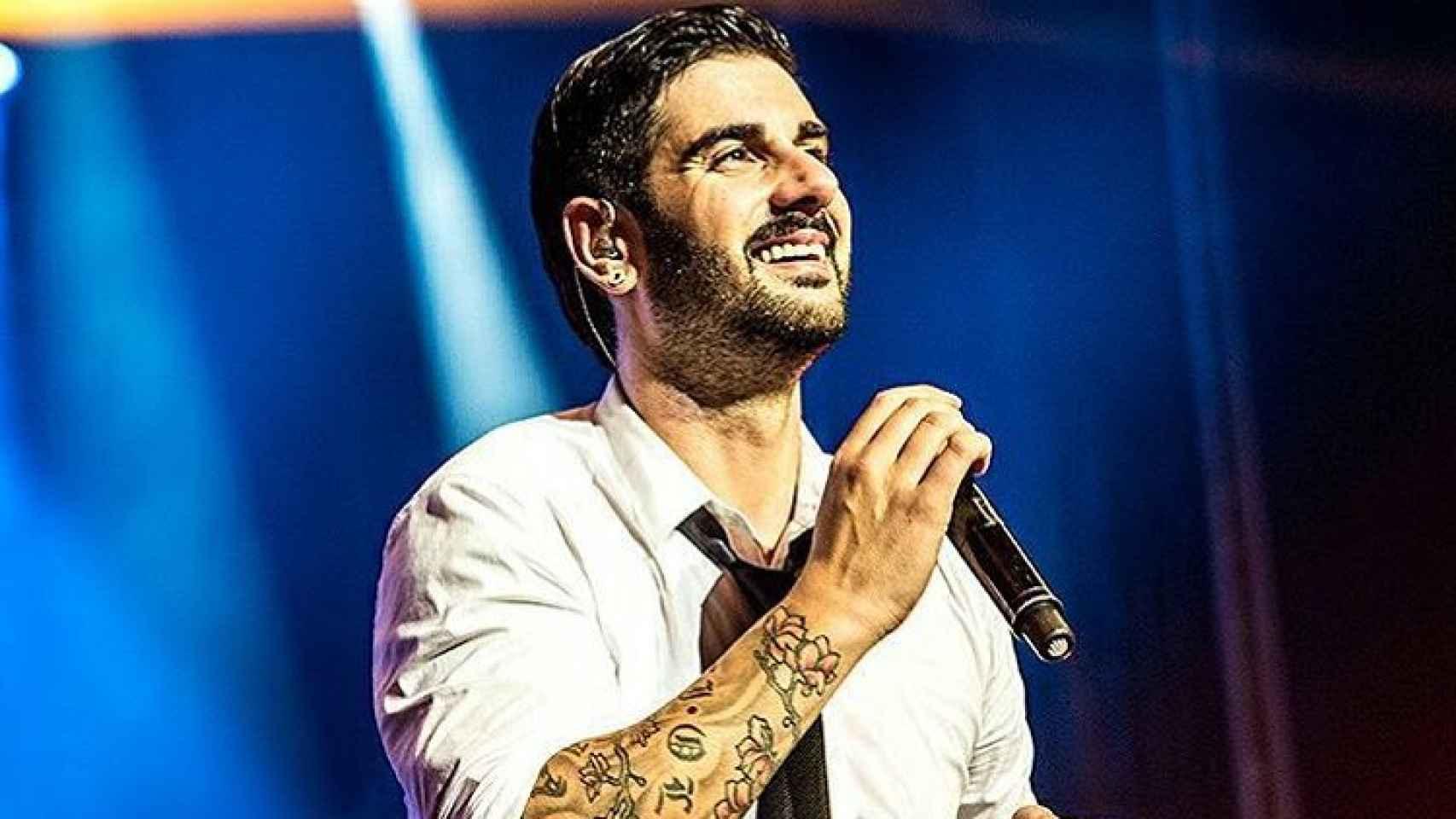 EL cantante asturiano durante una actuación