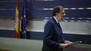 Rajoy abandona la sala de prensa del Congreso tras pedir repetir como candidato.