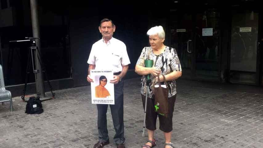Antonio Martos y su mujer, este martes al salir de los juzgados