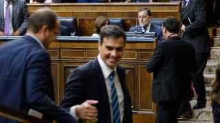 Mariano Rajoy se dirige a la bancada socialista en el Congreso.