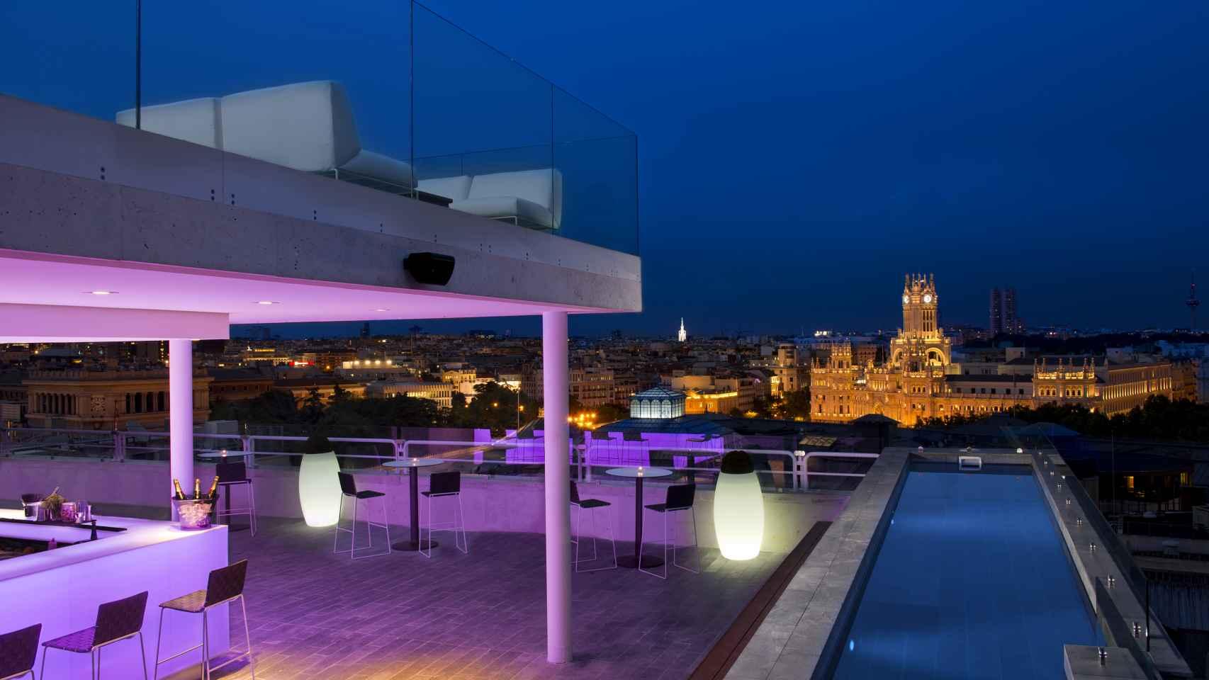 Una de sus sorpresas es su ascensor con vistas panorámicas a los tejados de Madrid.