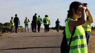 Voluntarios y Guardia Civil buscan algún indicio para dar con Diana Quer en la Curota.