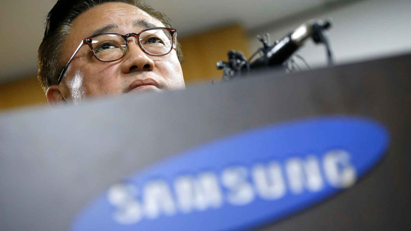 El presidente de Samsung durante la conferencia de prensa ofrecida hoy.