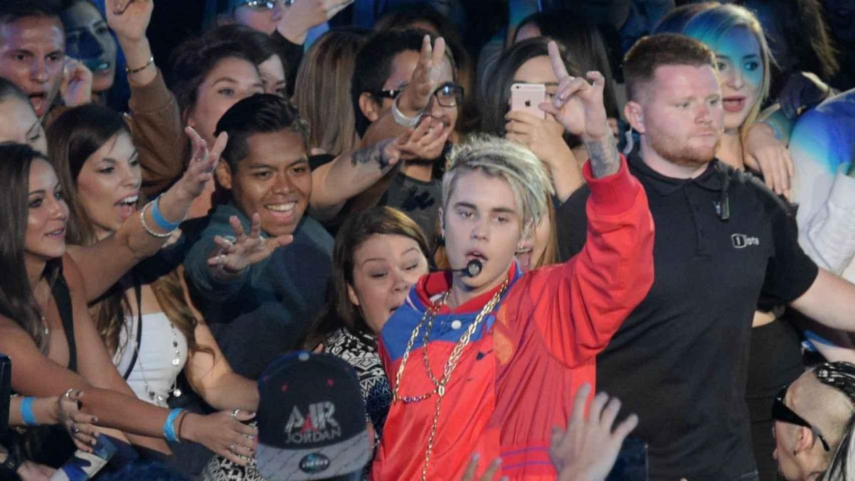Justin Bieber se niega a posar con sus fans.