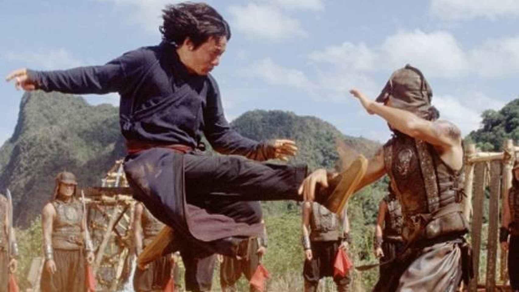 Una de las muestras de las habilidades marciales de Chan.