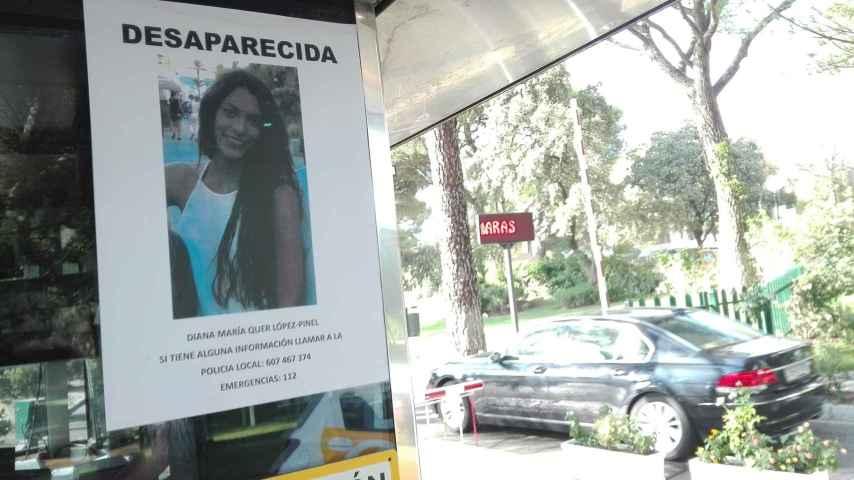 Cartel colocado a la entrada de la urbanización Monte Alina advirtiendo de la desaparición de Diana, una de sus vecinas.