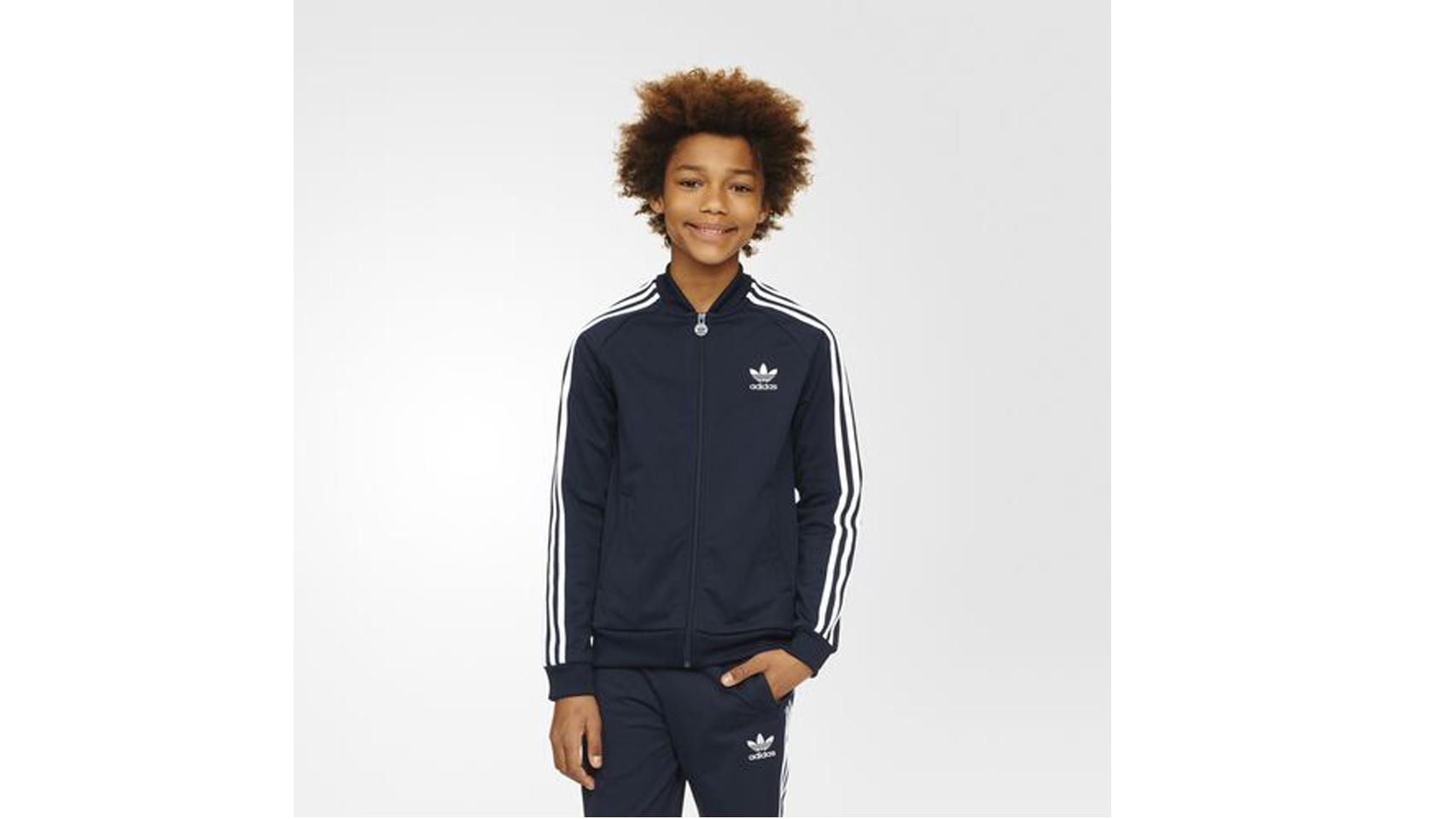 Chaqueta Superstar de la marca Adidas, 49,95 euros.