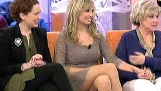 Karina junto a sus dos hijas, Azahara, izquierda, Rocío, derecha.
