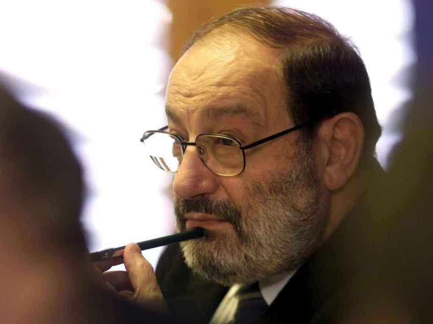 Umberto Eco, intocable italiano universal según el crítico Berardinelli.