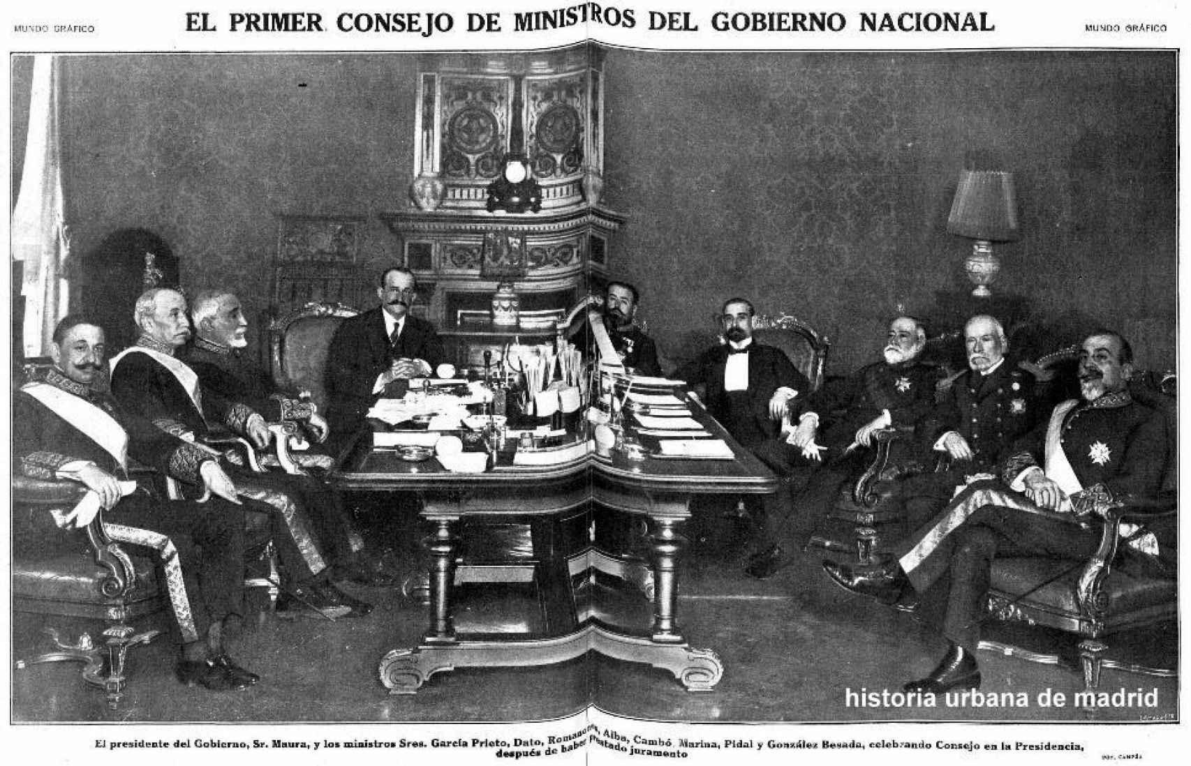 Antonio Maura (tercero por la izquierda), entre Dato y Romanones, presidiendo el gobierno de unidad nacional de 1922.