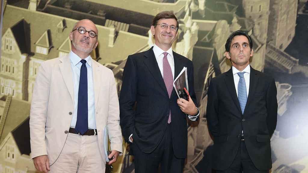El presidente de Telefónica, José María Álvarez-Pallete; el consejero delegado de Vodafone, Vittorio Colao (c), y el presidente de Orange, Stéphane Richard