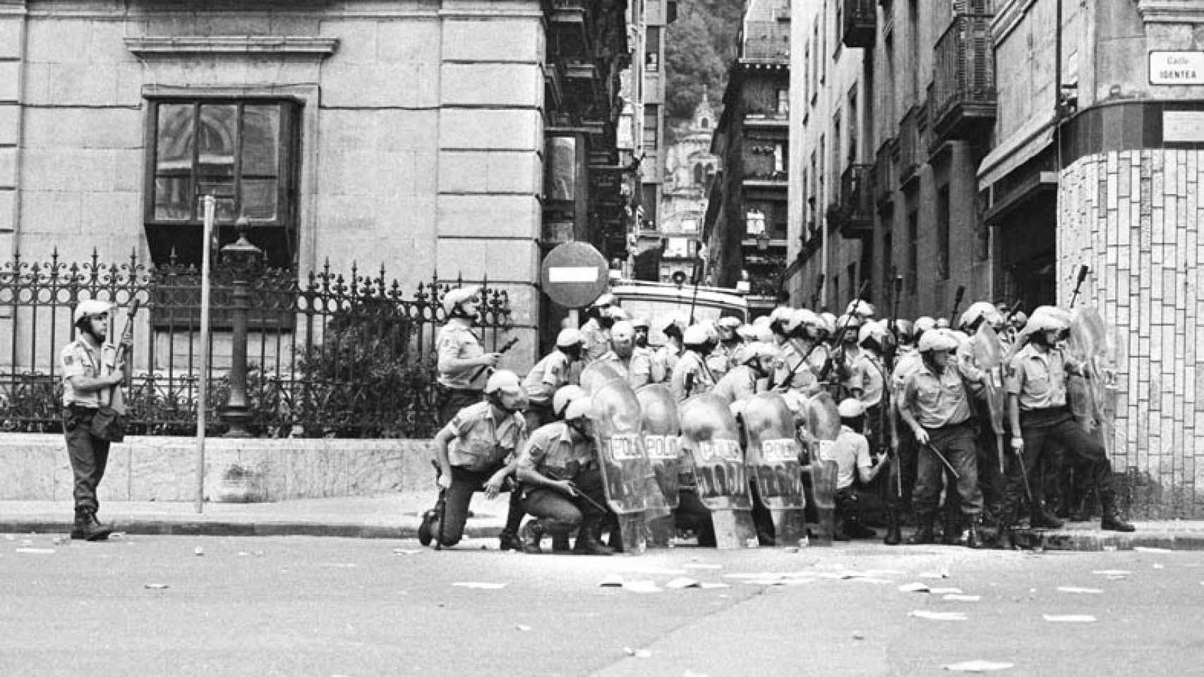 La obra del fotoperiodista Clemente Bernard es analizada por Edurne Portela.