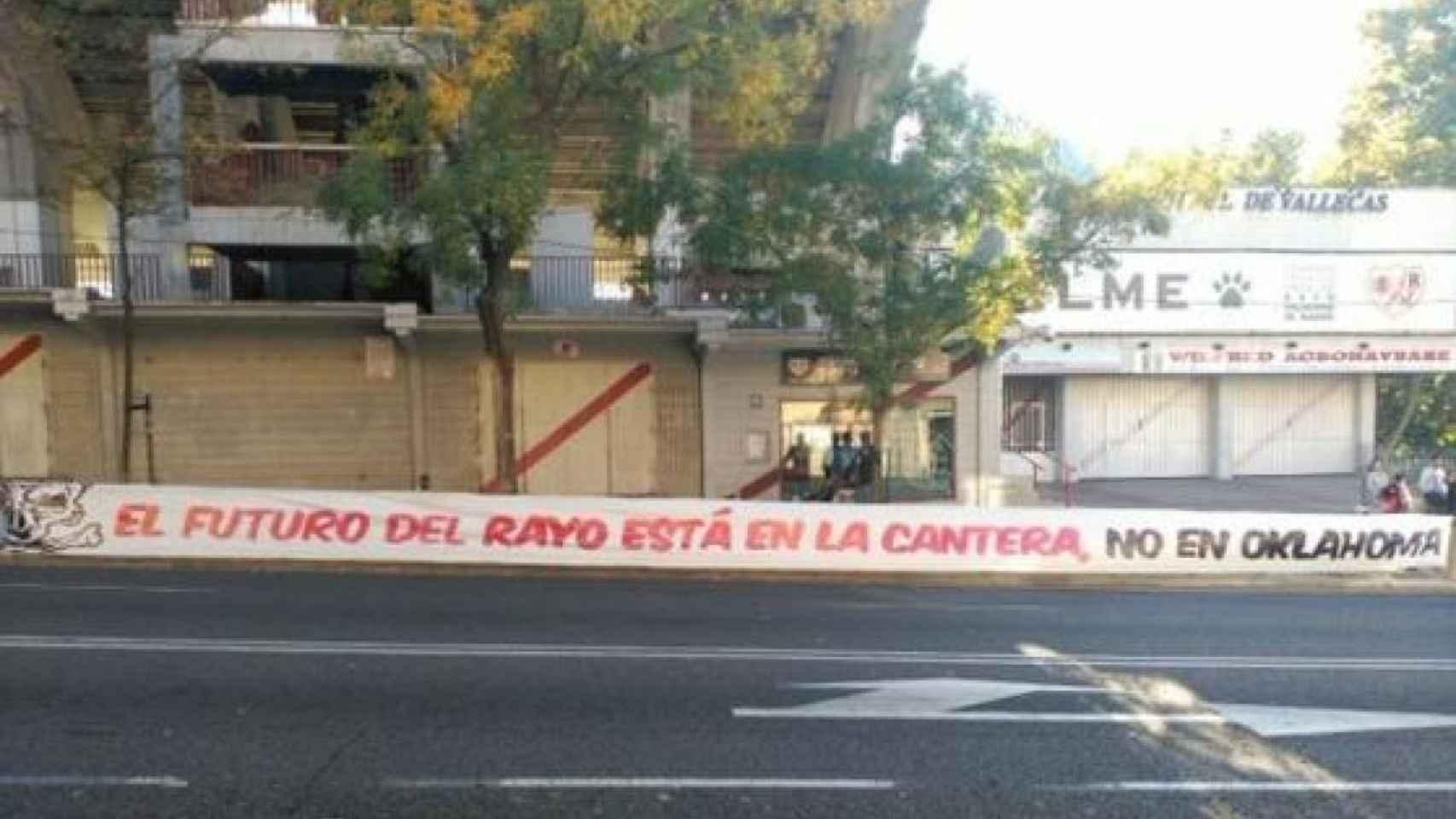 Protestas en Vallecas por la inversión en el Rayo OKC.