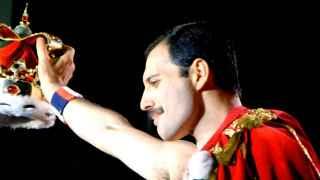 Freddie Mercury cantó: Soy una estrella fugaz que salta por el cielo. Ahora es cierto.