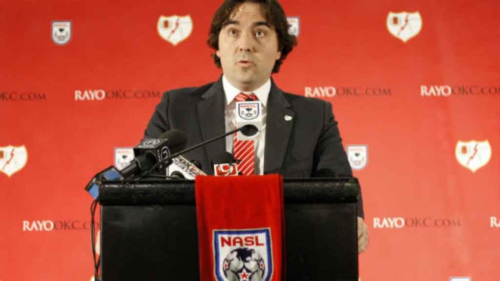 Martín Presa en una rueda de prensa sobre el Rayo OKC.