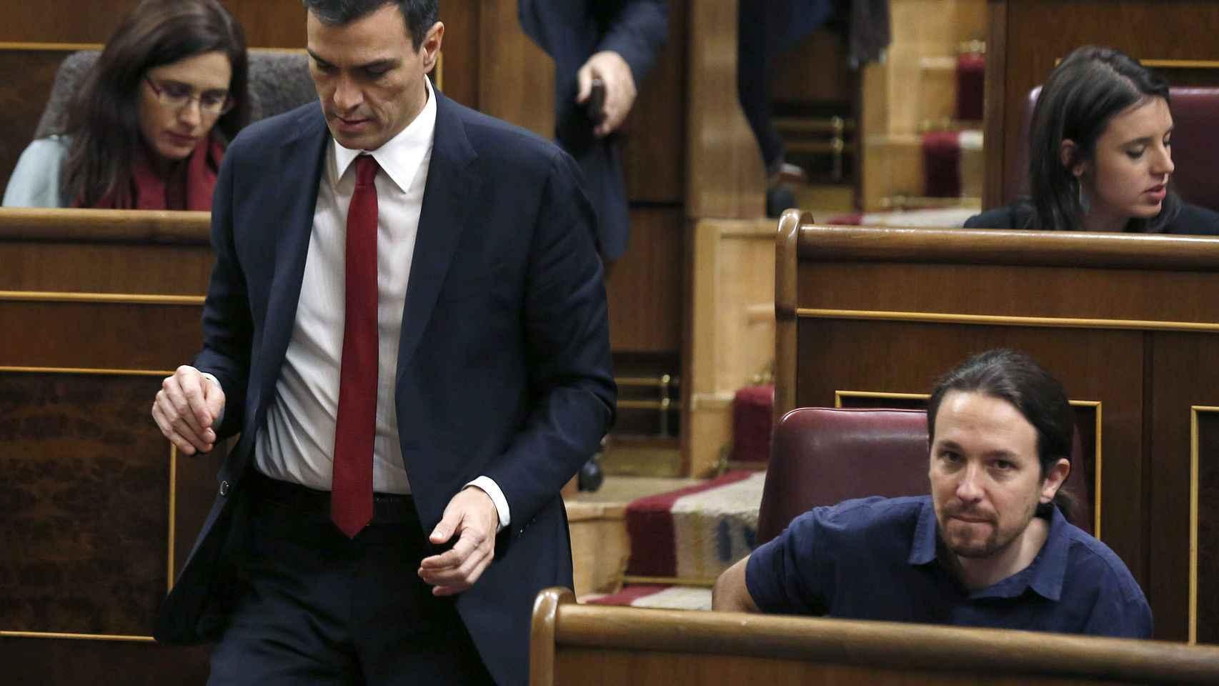 Iglesias y Sánchez, en una comparecencia en el Congreso