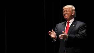 Trump necesita expandir su base electoral, según los expertos.