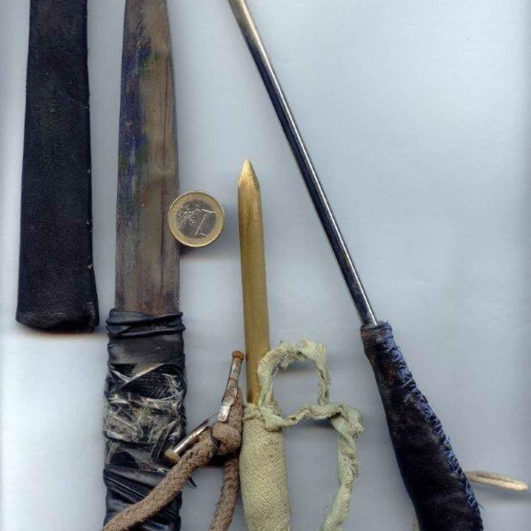 Pinchos decomisados a los presos, quienes los fabrican a mano para agredir a funcionarios y a otros reos.
