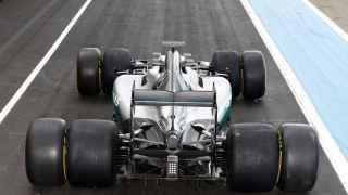 Mercedes con las nuevas gomas Pirelli XXL.