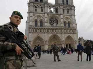 Intentan cometer un atentado con un coche lleno de bombonas de gas junto a Notre Dame